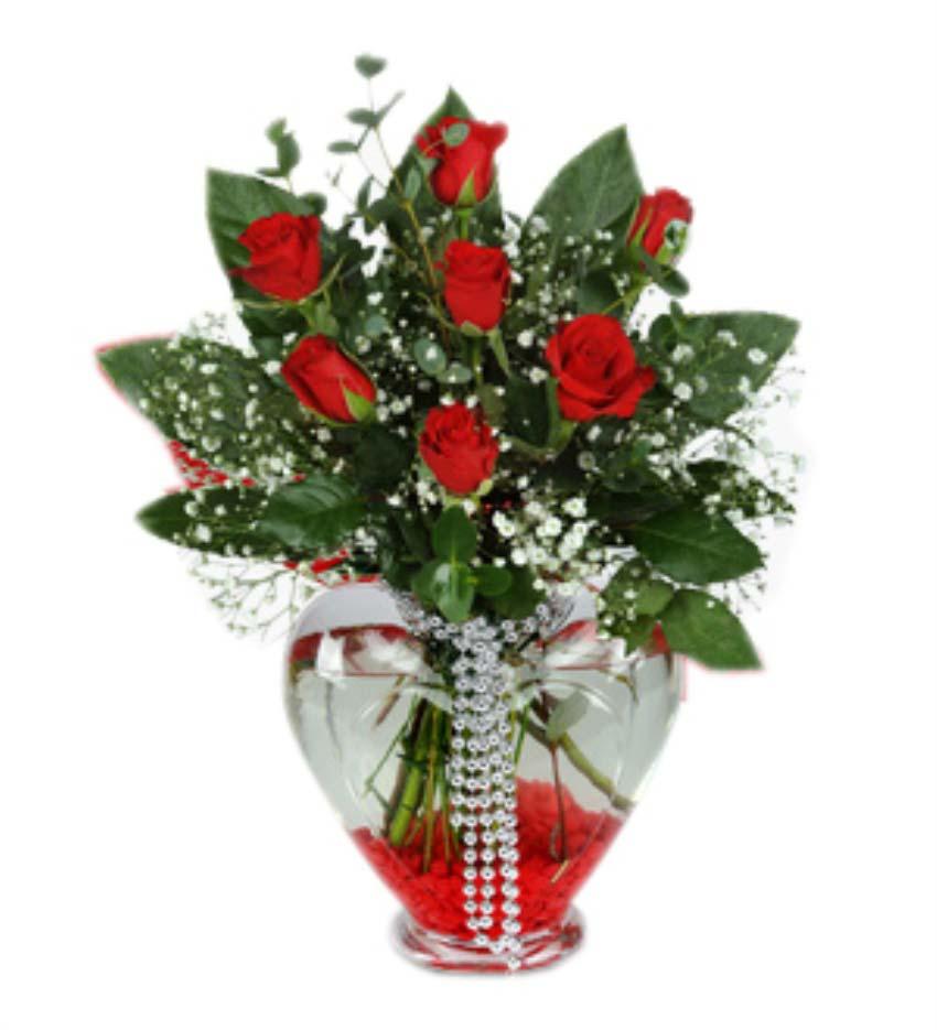 Hep seni düşünür, hep seni yaşarım. Cam kalp vazo içerisinde 7 adet kırmızı güllerden oluşan arajman